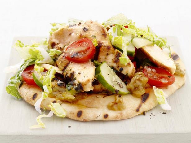 Салат с жареной куриной грудкой
