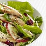Куриный салат со шпинатом и сыром грюйер