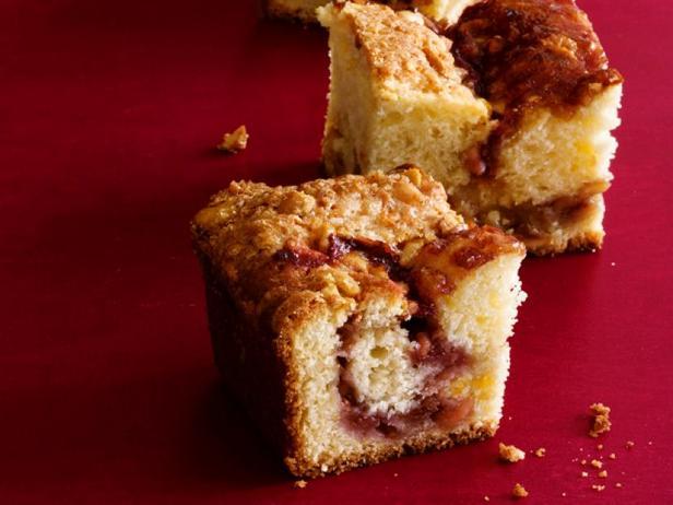 Малиновый кекс с арахисовым штрейзелем