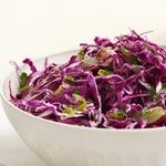 Салат из краснокочанной капусты с виноградом