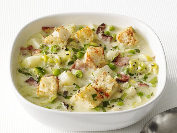 Луковый суп-пюре с картофелем и беконом