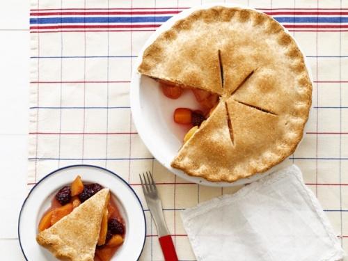 Персиково-ежевичный пирог