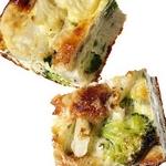 Фриттата с брокколи и сыром чеддер