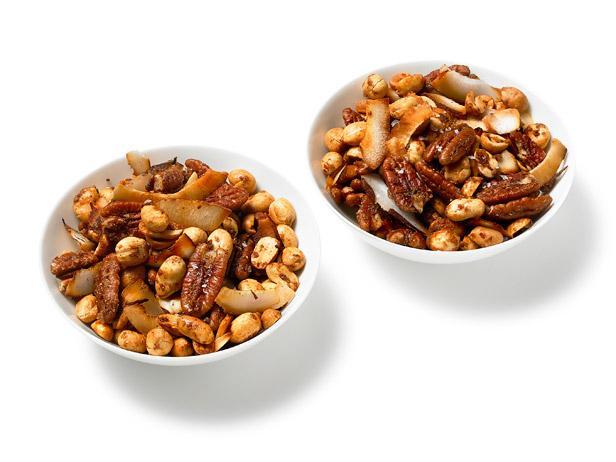 Орехи с кокосом, запеченные с гарам масалой