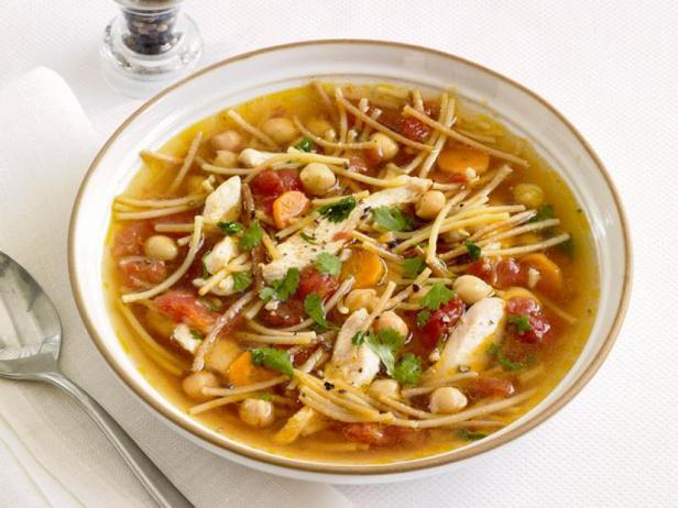 Куриный суп с нутом и спагетти
