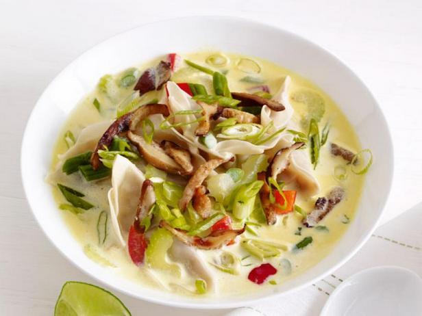 Тайский суп с клецками