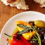 Жареные перцы с маслинами