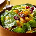 Теплый салат из тыквы с мандаринами и шпинатом
