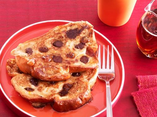 Французские тосты с шоколадом и финиками