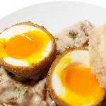 Яйца под мясным соусом жареные во фритюре