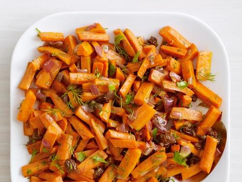 Фото Запеченная морковь с грецкими орехами