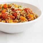 Теплый салат из тыквы и зерен пшеницы