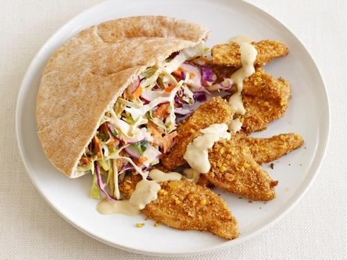 Арабские сэндвичи с куриными фалафель и капустным салатом