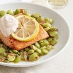 Запеченный лосось с лимонами и фасолью лима