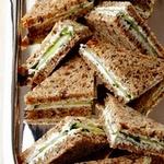 Клаб сэндвичи (клубные сэндвичи) с козьим сыром и травами
