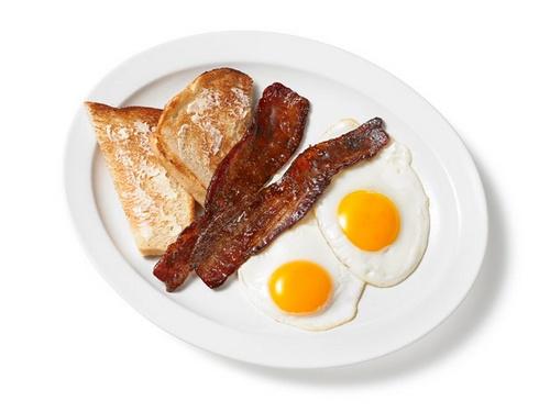 Яичница-глазунья с беконом в кофейной глазури