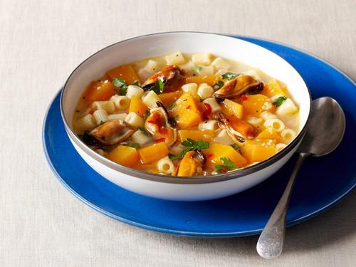 Суп с тыквой, мидиями и макаронами