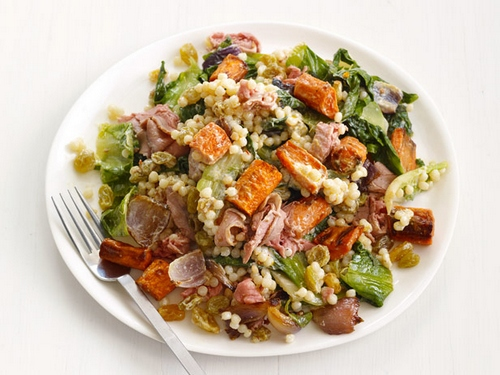 Теплый салат из ростбифа с кускусом