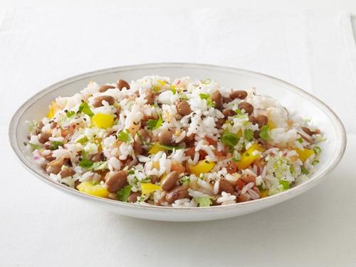 Салат рис и фасоль
