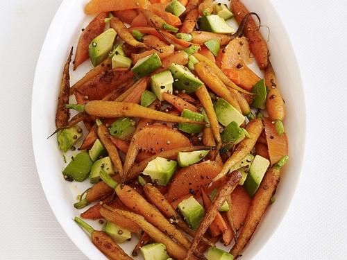 Фото Запеченная морковь с авокадо и апельсином