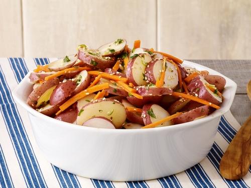 Морковно - картофельный салат с кунжутом