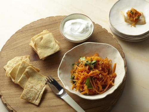 Морковный салат по-восточному с пита-чипсами