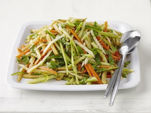 Фото Салат с кукурузой, хикамой и морковью по-азиатски