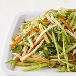 Салат с кукурузой, хикамой и морковью по-азиатски