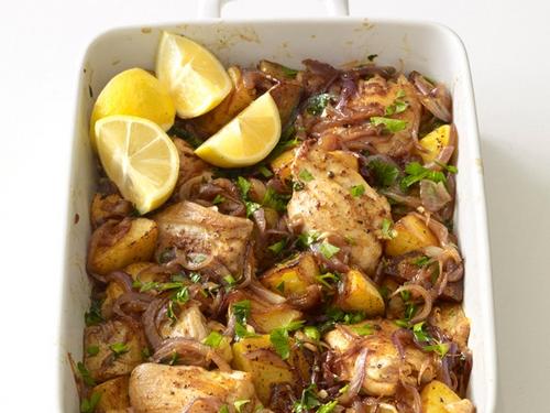 Фото Жаркое из курицы с картофелем по-испански
