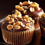 Шоколадные мини-кексы с арахисовым кремом