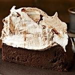 Шоколадный торт на пиве с безе