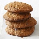 Овсяное печенье с шоколадом, изюмом и орехами