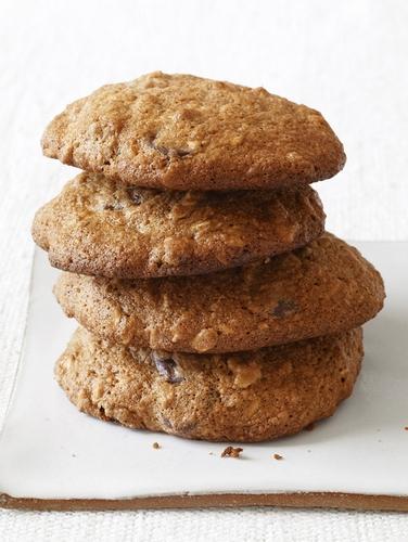 Фото Овсяное печенье с шоколадом, изюмом и орехами