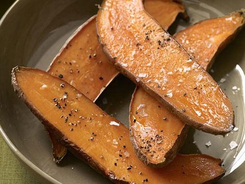 Запеченный батат с соусом айоли