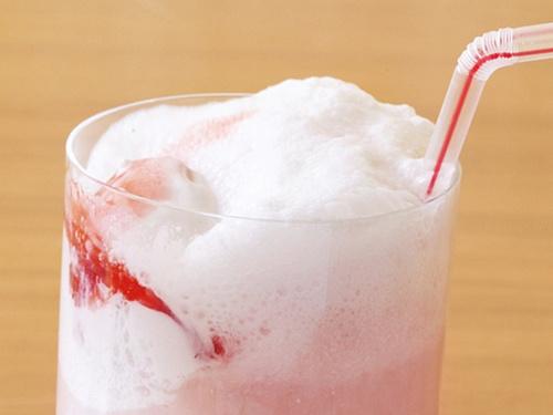 Коктейль-мороженое «Клубничный пимм»