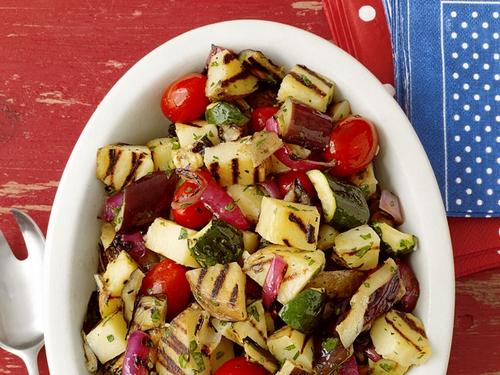 Картофельный гриль-салат с цукини и баклажаном