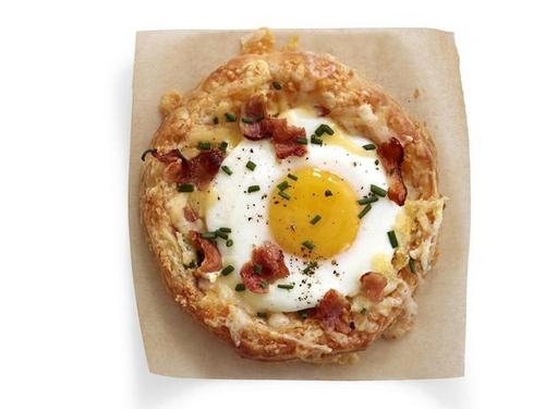 Фото Слойка с сыром и яйцом