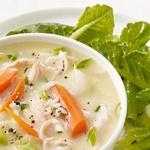 Яичный суп с курицей и салатом