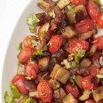 Стир-фрай с баклажанами и виноградными томатами