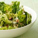 Теплый салат из латука с орехами