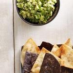 Чипсы-тортилья с соусом гуакамоле