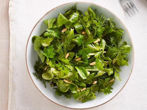 Салат корн с травами и кедровыми орехами