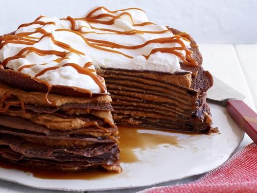 Фото Шоколадный блинный торт с кремом дольче де лече