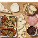 Антипасто с печеными овощами, колбасой и сыром