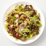 Теплый салат с курицей и фасолью