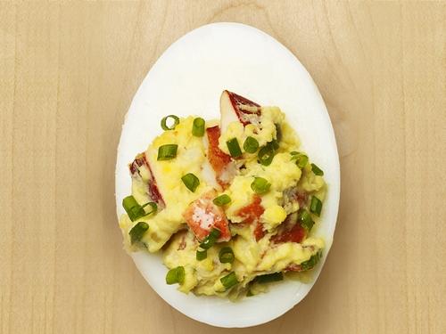Яйца, фаршированные омаром
