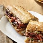 Французские сэндвичи с говядиной и луковым спрэдом