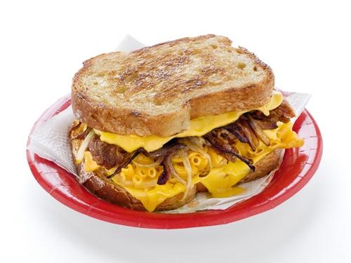 Горячие сэндвичи с макаронами и свининой