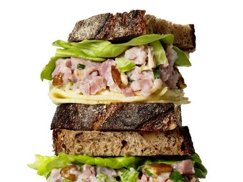 Сэндвичи из черного хлеба с ветчиной