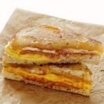 Горячие сэндвичи с тремя видами сыра